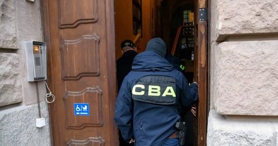 Na polecenie Prokuratury Okręgowej w Warszawie CBA zatrzymało kolejne osoby w śledztwie prowadzonym przeciwko byłemu ministrowi transportu Sławomirowi Nowakowi.