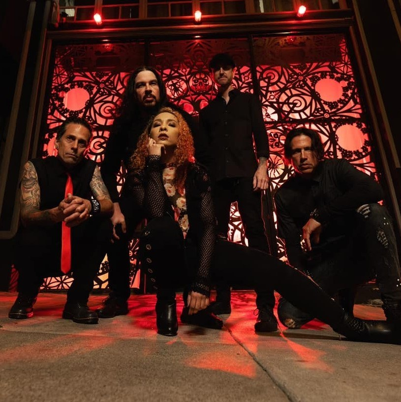 """""""Knives Out"""" - to właśnie opublikowany, nowy singel kalifornijskiej grupy Dress The Dead."""