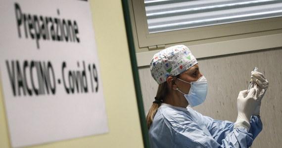 Liczba przypadków zakażeń koronawirusem przekroczyła w Europie w czwartek 25 mln - podała agencja Reutera, powołując się na własne obliczenia. W kilku krajach przywrócono lub przedłużono lockdown z uwagi na trudności miejscowej służby zdrowia.