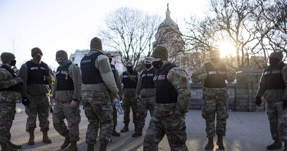 """Waszyngtońska policja dokonała 68 aresztowań związanych ze środowym szturmem na Kapitol, w większości na terenie siedziby Kongresu USA – poinformował w czwartek szef policji w stolicy Stanów Zjednoczonych Robert Contee. Szef policji Kapitolu Steven Sund zaś poinformował o 14 aresztowanych. Zapowiedział też, że policja Kapitolu prowadzi """"gruntowny przegląd"""" w związku z atakiem, w tym pod względem planowania bezpieczeństwa, zasad i procedur."""