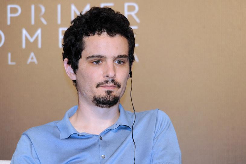 """Ekscytująco zapowiadający się nowy projekt Damiena Chazelle'a, twórcy takich filmów jak """"Whipplash"""" i """"La La Land"""", miał trafić do kin jeszcze w tym roku. Wiadomo jednak, że tak się nie stanie. Jak podaje portal """"Deadline"""", studio Paramount zdecydowało się na zmiany. Aktualną datą premiery filmu zatytułowanego """"Babylon"""" jest teraz 25 grudnia 2022 roku. Wtedy dzieło Chazelle'a pojawi się w wybranych kinach, a do pełnej dystrybucji trafi 6 stycznia 2023 roku."""