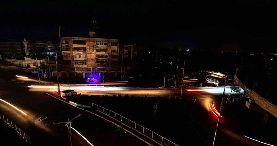 W całym Pakistanie przywrócono w niedzielę prąd po wielkiej awarii sieci energetycznej, która miała miejsce poprzedniej nocy - poinformowali przedstawiciele władz. Awaria dotknęła ponad 200 mln ludzi i największe miasta kraju: Islamabad, Karaczi, Peszawar i Lahaur.