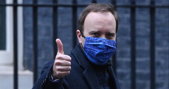 W Wielkiej Brytanii wykonywanych jest obecnie ponad 200 tys. szczepień przeciwko Covid-19 dziennie, a kraj jest na dobrej drodze, by zrealizować cel, jakim jest zaszczepienie do połowy lutego 13-14 mln osób - powiedział w niedzielę minister zdrowia Matt Hancock.