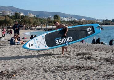 Fala upałów w Grecji. Mimo lockdownu ludzie wyszli na plaże