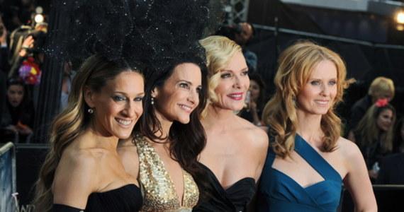 """HBO poinformowało o swoich planach nakręcenie kolejnego, siódmego już sezonu kultowego serialu """"Sex and the City"""", znanego polskim widzom jako """"Seks w wielkim mieście"""". Udział w projekcie potwierdziły trzy aktorki. Na planie filmowym zabraknie Kim Cattrall, grającej postać Samanthy Jones."""
