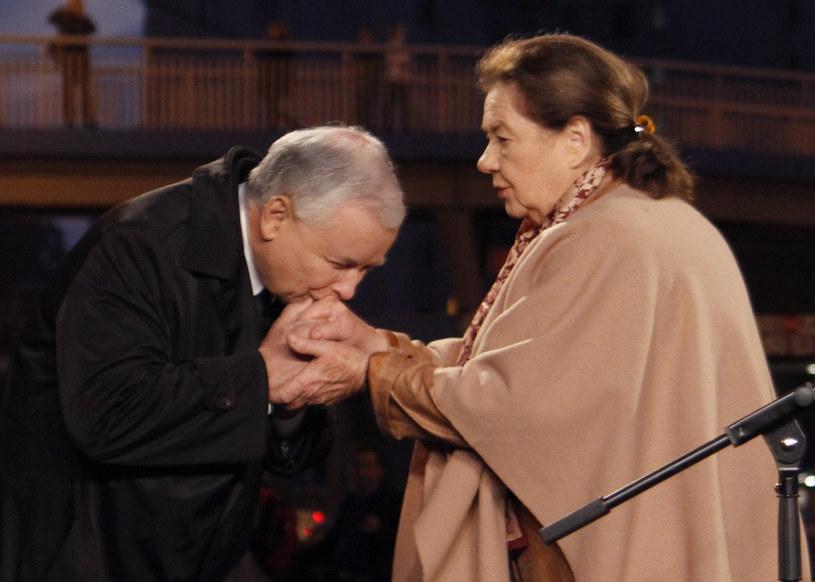 Katarzyna Łaniewska była kimś, kto wybrał dobro. Wybrał dobro i trwał w tej szczególnej dla aktora działalności przez całe dziesięciolecia - mówił w niedzielę w trakcie pożegnania Katarzyny Łaniewskiej prezes PiS Jarosław Kaczyński. Chylimy czoło przed jej życiem - dodał.