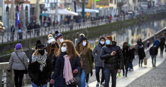Ministerstwo Zdrowia poinformowało, że w ciągu ostatniej doby potwierdzono badaniami 4622 nowe przypadki zakażenia koronawirusem. Zmarło 75 pacjentów z Covid-19. Do dziś przeciw Covid-19 zaszczepiono w Polsce 203 053 osoby.
