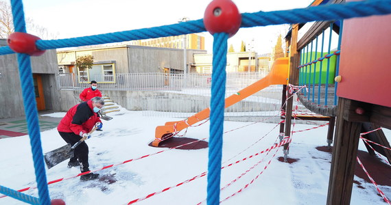 Do 17 stycznia trwają ferie zimowe. Wszyscy zastanawiają się, czy potem dzieci wrócą do szkół. W tej kwestii wypowiedział się minister zdrowia Adam Niedzielski, który uczestniczył w posiedzeniu senackiej komisji zdrowia. Szef resortu przedstawił dwa możliwe scenariusze.