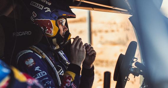 Prowadzący w klasie lekkich pojazdów UTV Aron Domżała i Maciej Marton dojechali z dużą stratą czasową do mety 8. etapu Rajdu Dakar i utracili pozycję liderów. W rywalizacji samochodów szóste miejsce zajął Jakub Przygoński i utrzymał czwartą lokatę w klasyfikacji.