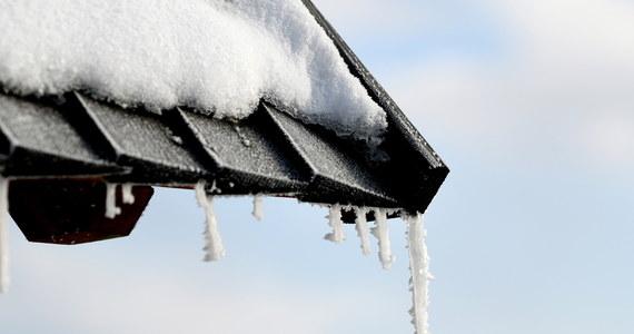 IMGW ostrzega we wtorek przed silnym mrozem w Małopolsce i na Podkarpaciu, oraz porywistym wiatrem na Dolnym Śląsku. Najniższą temperaturę około – minus 16 stopni Celsjusza - zanotowano rano w Łopusznej.