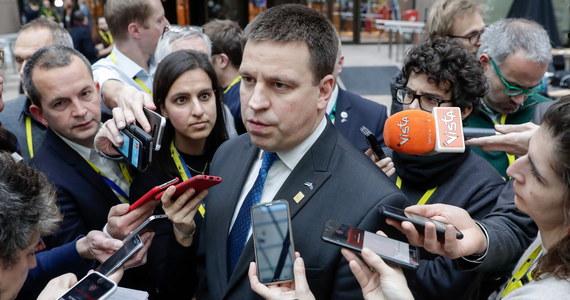 Premier Estonii Juri Ratas podał się do dymisji w związku ze śledztwem prokuratury dotyczącym podejrzenia korupcji wśród członków rządu i Estońskiej Partii Centrum, której przywódcą jest Ratas. Prezydent powierzyła misję stworzenia nowego rządu liderce opozycyjnej Estońskiej Partii Reform.