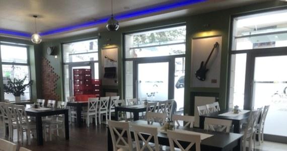 Bunt części restauratorów w Legionowie pod Warszawą. Mimo obowiązujących obostrzeń, po weekendzie zamierzają otworzyć swoje lokale i podawać posiłki na miejscu. Dzisiaj w tej sprawie spotkają się z prawnikami. Legionowo odwiedził nasz reporter Michał Dobrołowicz.
