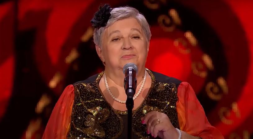 """Jedną z najpopularniejszych uczestniczek drugiej edycji """"The Voice Senior"""" jest Anna Tchórzewska, która zaśpiewała przebój """"Dziś prawdziwych Cyganów już nie ma"""". Wokalistka ze Skarżyska-Kamiennej wcześniej pojawiła się w """"Mam talent""""."""