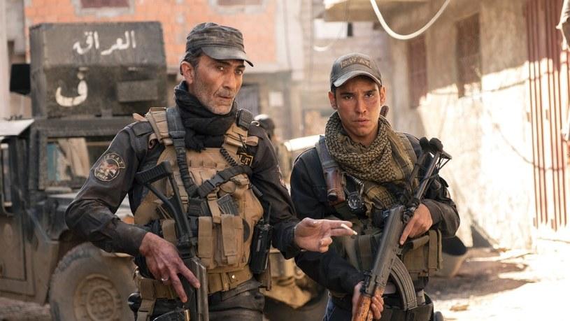 """Wyprodukowany przez braci Russo film wojenny """"Mosul"""", który pod koniec ubiegłego roku pojawił się na Netfliksie, stał się wielkim hitem. Była to jedna z najchętniej oglądanych produkcji tej platformy w Europie i na Bliskim Wschodzie. Opowiadający o grupie irackich żołnierzy i policjantów walczących w Mosulu z siłami Państwa Islamskiego film przyniósł jednak groźne konsekwencje dla występujących w nim aktorów. Dostali bowiem od ISIS groźby śmierci."""