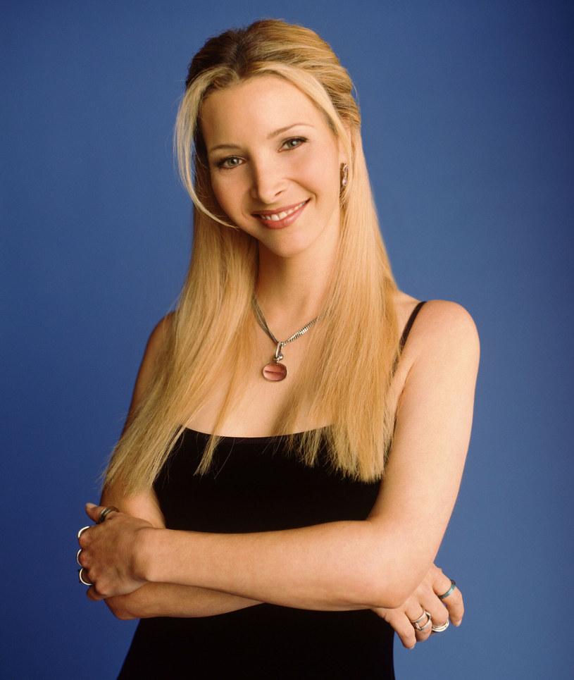 """Lisa Kudrow, która w """"Przyjaciołach"""" wcieliła się w zwariowaną Phoebe Buffay, w internetowym programie """"Literally! With Rob Lowe"""" powiedziała, że nie może się już doczekać wiosennego spotkania na planie serialu. Co więcej, zdradza, że prace już się rozpoczęły."""