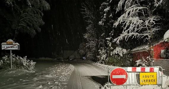 Chaos na drogach wschodniej części Francji, zwłaszcza w Alzacji przy granicy z Niemcami. Powód? Wichury i śnieżyce.