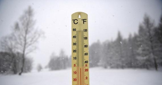 Mroźna noc czeka mieszkańców powiatu tatrzańskiego i wschodniej części Polski.  Temperatura spadnie poniżej -15 stopni Celsjusza. Na Pomorzu  możliwy intensywny śnieg. Lokalnie może tam spaść do 20 cm świeżego puchu - ostrzega Instytut Meteorologii i Gospodarki Wodnej.