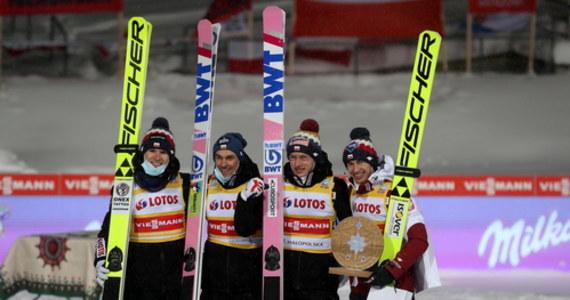 To był jeden z tych konkursów Pucharu Świata, które trzymają kibiców w napięciu do ostatniej chwili. Choć Polacy mieli 21 punktów przewagi nad Austriakami na półmetku, to ostatecznie reprezentanci Austrii wygrali w Zakopanem. Na najniższym miejscu podium wylądowali Norwegowie.