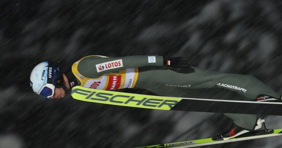 """""""Przy tych warunkach jest się z czego cieszyć"""" -  ocenił Kamil Stoch zajęcie przez biało-czerwonych drugiego miejsca w sobotnim konkursie drużynowym Pucharu Świata w Zakopanem. Wygrali Austriacy, a Norwegowie stanęli na najniższym stopniu podium."""
