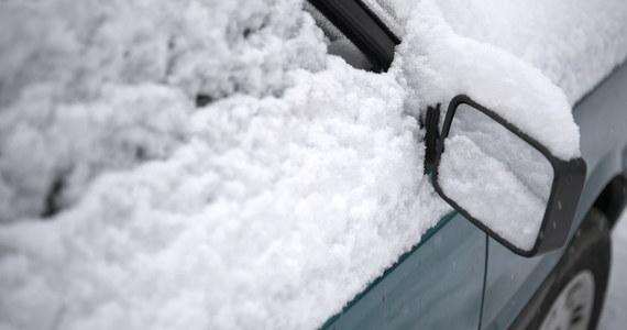 Za nami niezwykle zimna noc. Minus 24,1 stopnia C, a przy gruncie nawet minus 32 stopnie - takie najniższe temperatury zanotowali synoptycy w nocy z soboty na niedzielę w Suwałkach (Podlaskie). To najniższe tej zimy temperatury w regionie - poinformowało IMGW. W całej Polsce według pomiarów z godz. 5:00 bardzo zimno było także w warmińsko-mazurskiej Gołdapi (-25,5 stopni Celsjusza).
