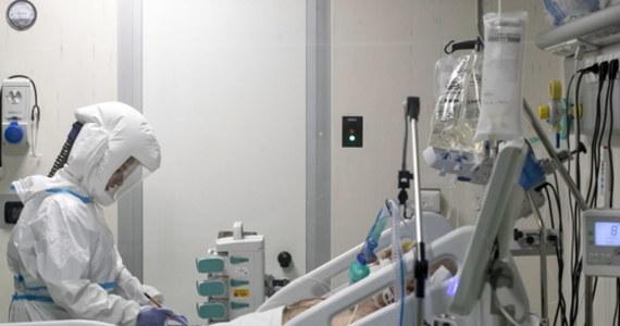 Ministerstwo Zdrowia informuje o 3 271 nowych przypadkach zakażenia koronawirusem. Ostatniej doby zmarło 52 chorych na Covid-19. Bilans epidemii koronawirusa w Polsce to  1 438 914 zakażonych. Nie żyje 33 407 spośród nich.
