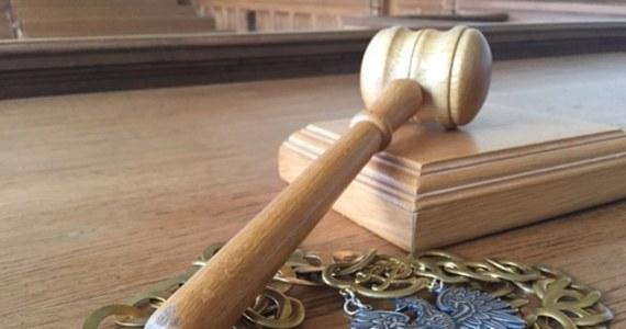 Sędziowie w całym kraju mają dzisiaj nie wchodzić do sal rozpraw i nie orzekać: apeluje o to Stowarzyszenia Sędziów Polskich Iustitia. Ma to być gest solidarności z sędziami Beatą Morawiec, Igorem Tuleyą i Pawłem Juszczyszynem, których od orzekania odsunęła – jak podkreśla Iustitia: upolityczniona – Izba Dyscyplinarna Sądu Najwyższego.