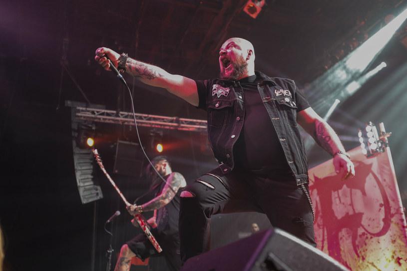 """Po blisko 18 latach współpracy zespół Frontside opuścił wokalista Marcin """"Auman"""" Rdest, który z grupą z Sosnowca nagrał siedem studyjnych płyt."""
