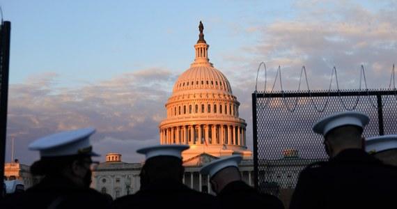 Uczestnicy próby inauguracji nowego prezydenta USA Joe Bidena zostali ewakuowani z zachodniej strony Kapitolu. Powodem tej sytuacji jest okoliczny pożar.