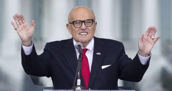 Osobisty prawnik prezydenta USA Donalda Trumpa Rudy Giuliani powiedział w telewizji ABC News, że nie wejdzie w skład zespołu broniącego ustępującego szefa państwa w procesie impeachmentu. Uzasadniał to faktem, że jest świadkiem w postępowaniu.