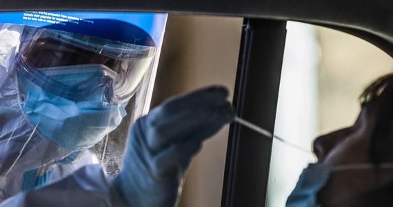 Ministerstwo Zdrowia informuje o 4835 nowych przypadkach zakażenia koronawirusem. Ostatniej doby zmarło 291 chorych na Covid-19. Bilans epidemii koronawirusa w Polsce to 1443804 zakażonych. Nie żyje 33698 spośród nich.