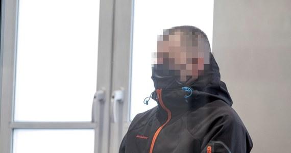 Przed sądem okręgowym w Bielsku-Białej ruszył proces Piotra S., oskarżonego o zabicie ciężarnej żony. Mężczyzna przyznał się do zbrodni. Zaprzeczył jednak, jakoby działał ze szczególnym okrucieństwem, co zarzucają mu śledczy. Nie przyznał się też do wcześniejszego fizycznego i psychicznego znęcania się nad 33-latką.