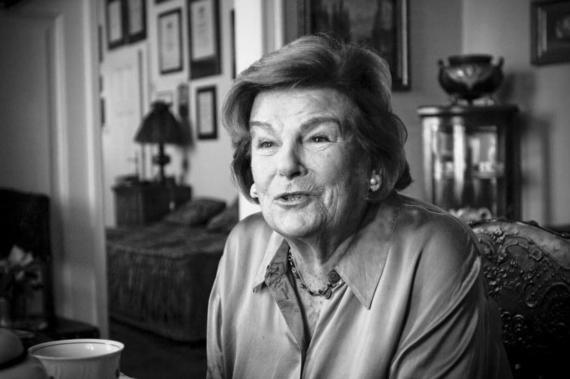 """W wieku 96 lat zmarła polska królowa swingu, Maria Koterbska. Agata Młynarska pożegnała piosenkarkę znaną z przebojów """"Parasolki"""" czy """"Serduszka puka w rytmie cha-cha"""", osobistym wpisem na Instagramie. Dziennikarka, której ojciec Wojciech Młynarski pisał dla Koterbskiej teksty piosenek, przyznaje, że ta artystka była dla niej po prostu """"ciocią Marysią""""."""