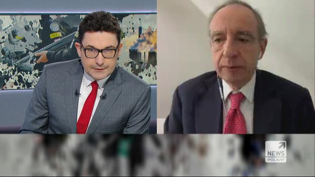 """- Prezydent Duda nie zrobił nic, by negocjować zakup szczepionek. Jego obietnice pozyskania ich ze Stanów Zjednoczonych dzięki relacjom z Donaldem Trumpem okazały się puste - mówił Bartoszewski na antenie programu """"Graffiti"""" w Polsat News.  - Unia Europejska jest organizmem trudnym, ma 27 państw, wszystkie się muszą zgodzić, to zajmuje dużo czasu, nie jest tak silne jak państwo narodowe, np. jak Izrael - dodał polityk PSL."""