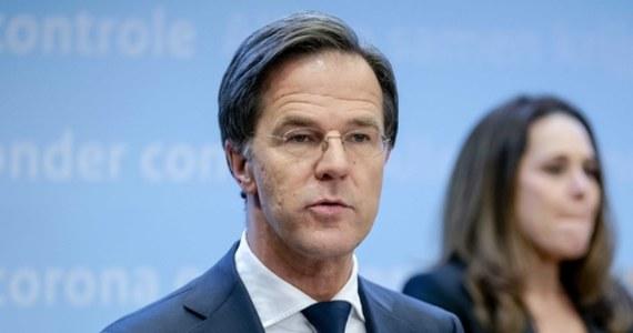 Rząd Holandii zamierza wprowadzić, po raz pierwszy od drugiej wojny światowej, godzinę policyjną w celu dalszej walki z pandemią koronawirusa - poinformował w środę pełniący obowiązki premiera Holandii Mark Rutte. Wniosek w tej sprawie musi być jeszcze zatwierdzony przez parlament.