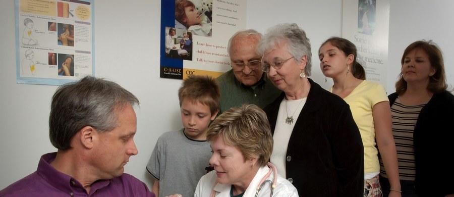 Osoby z chorobami przewlekłymi będą szczepione przeciwko Covid-19 wcześniej – już w pierwszym etapie. To efekt licznych próśb kierowanych do rządu o potraktowanie tej grupy pacjentów priorytetowo.