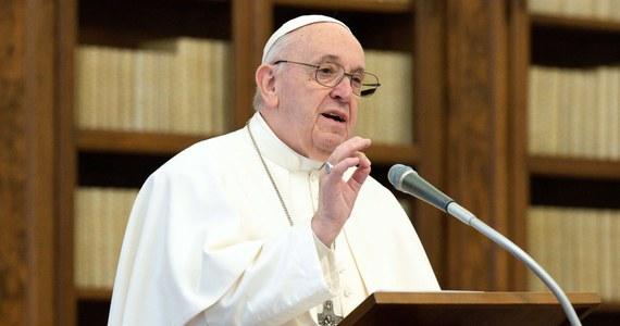 """Papież Franciszek w depeszy do nowego prezydenta USA Joe Bidena zapewnił go o modlitwie o to, by Bóg obdarzył go """"mądrością i siłą w pełnieniu tego wysokiego urzędu"""". Zaapelował o poszanowanie praw i godności każdej osoby i wysiłek na rzecz pojednania narodu."""