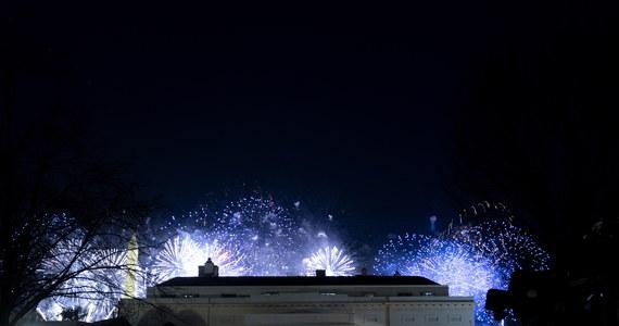Występy Bruce'a Springsteena, Johna Legend i Katy Perry sprzed Mauzoleum Abrahama Lincolna uświetniły w środę wieczorem wirtualny koncert na zwieńczenie inauguracji Joe Bidena. Nowy prezydent USA wraz z małżonką Jill podziwiał kończące uroczystości fajerwerki nad Pomnikiem Waszyngtona z Białego Domu.