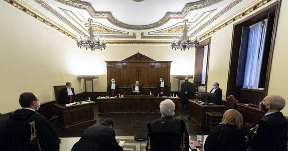 Na 8 lat i 11 miesięcy więzienia skazał trybunał w Watykanie byłego prezesa watykańskiego banku IOR Angelo Caloię. Uznano go za winnego prania pieniędzy i przywłaszczenia środków. Caloia, włoski ekonomista, był prezesem banku od 1989 do 2009 roku.
