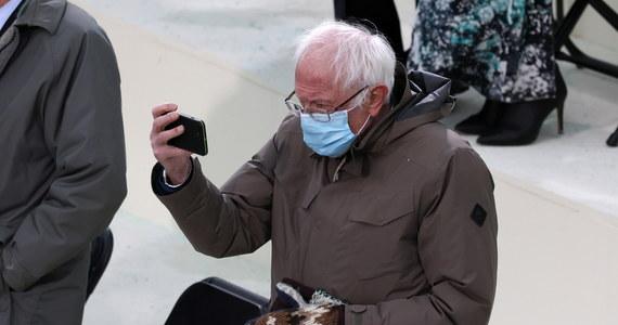 O nim i o jego rękawicach mówi cały świat. Senator Bernie Sanders przyszedł na ceremonię zaprzysiężenia nowego amerykańskiego prezydenta Joe Bidena w grubych, wełnianych rękawicach. Stały się one obiektem wielu komentarzy. Powstało też wiele memów.
