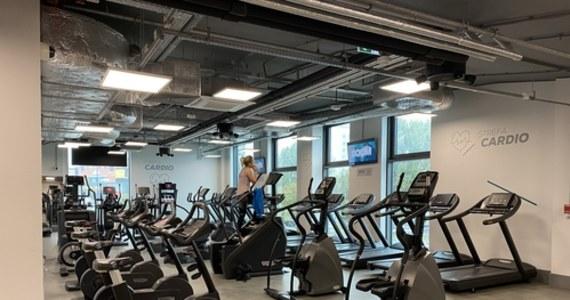 """""""Jeżeli, mimo obostrzeń, branża fitness otworzy się od 1 lutego, to będzie wyłączona z pomocy z Tarczy Branżowej i Tarczy Finansowej PFR 2.0"""" - powiedziała wiceminister rozwoju, pracy i technologii Olga Semeniuk, odnosząc się do zapowiedzi przedstawicieli klubów fitness."""