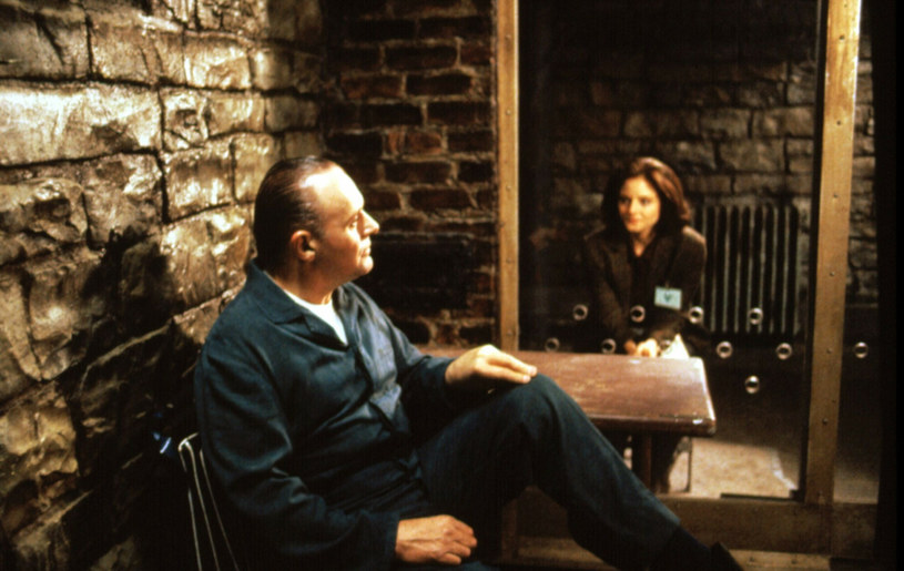 """Przy okazji 30-lecia premiery nagrodzonego pięcioma Oscarami filmu """"Milczenie owiec"""", w reżyserii nieżyjącego już Jonathana Demme'a, aktorzy wyznali, że czuli się sobą onieśmieleni. Do końca zdjęć Anthony Hopkins i Jodie Foster trzymali się na dystans i osobno pracowali nad rolami."""