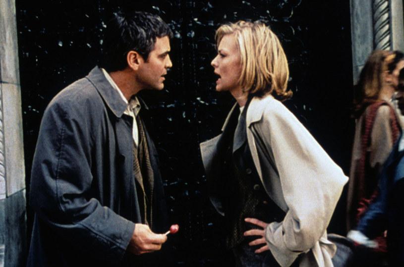 """Choć dziś trudno o bardziej ustatkowanego gwiazdora w Los Angeles niż George Clooney, nie zawsze tak było. Przypomniała o tym sama Michelle Pfeiffer, której dane było nie tylko aktora w takim stanie spotkać, ale i grać z nim. """"Pachniałeś jak browar"""" - wypomniała mu po latach. Do ich spotkania doszło na planie filmu """"Szczęśliwy dzień"""" z 1996 roku."""