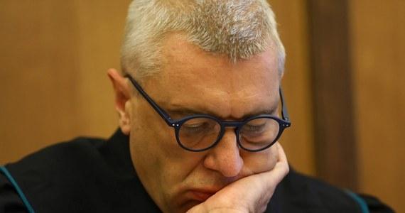 Sąd w Poznaniu uwzględnił zażalenie pełnomocników Romana Giertycha i uznał, że zatrzymanie, doprowadzenie i przeszukanie adwokata były niezasadne i nielegalne. Taką informację przekazał dziennikarzom reprezentujący Giertycha mec. Jakub Wende.