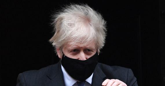 W Wielkiej Brytanii rośnie liczba ofiar śmiertelnych Covid-19; w piątek odnotowano 1401 zgonów, w czwartek zmarło 1290 chorych. Premier Boris Johnson powiedział, że wzrost liczby zgonów może być spowodowany rozprzestrzenianiem się nowego, bardziej zakaźnego wariantu wirusa.