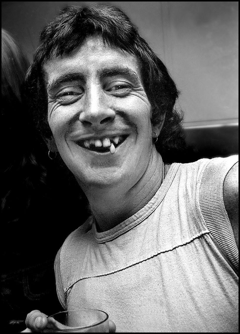 """Do sprzedaży trafił specjalny box """"Seasons of Change - The Complete Recordings, 1970-1974"""" grupy Fraternity, podsumowujący karierę tej australijskiej formacji, w której za mikrofonem stał Bon Scott, późniejszy wokalista AC/DC."""