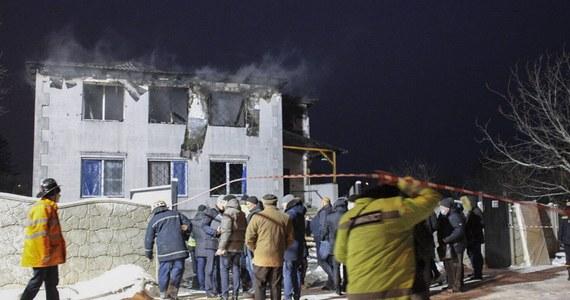 W czwartkowym pożarze w domu opieki w Charkowie na północnym wschodzie Ukrainy zginęło 15 osób w wieku 71-91 lat - podały ukraińskie media. Wśród ofiar było sześciu mężczyzn i dziewięć kobiet. W sobotę w związku z tragedią aresztowano dwie osoby - najemcę domu i jego żonę, dyrektorkę ośrodka.