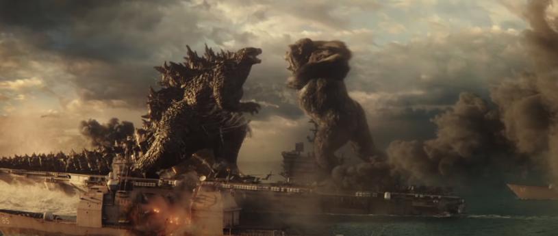 """Pierwsze wyniki kasowe osiągnięte przez film """"Godzilla vs. Kong"""" w kinach na całym świecie mogły napełniać optymizmem i dawać nadzieję na to, jak będzie wyglądała sytuacja po pandemii COVID-19. Film Adama Wingarda dalej zajmuje pierwsze miejsce box-office'u, ale wyraźnie widać, że zainteresowanie filmem """"Godzilla vs. Kong"""" znacząco zmalało."""