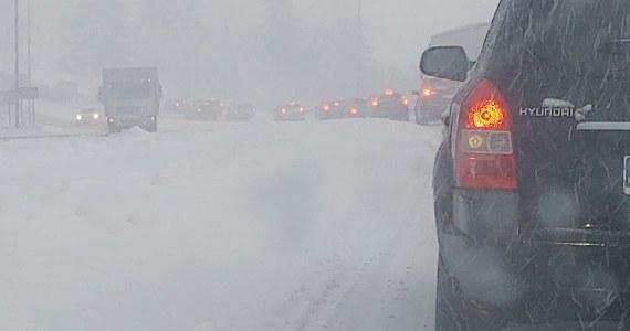 Trudna sytuacja na drogach i autostradach na Podkarpaciu, Lubelszczyźnie i Małopolsce. Ze względu na intensywne opady śniegu w niektórych rejonach drogi były nieprzejezdne. Tysiące gospodarstw było bez prądu