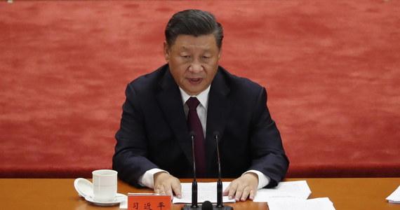 Prezydent Chin przemawia do uczestników - wirtualnego w tym roku - szczytu Światowego Forum Ekonomicznego. Xi Jinping proponuje szerszą międzynarodową współpracę w zwalczaniu skutków pandemii i sugeruje, że przyszedł czas, by Chiny zyskały należną rolę w decydowaniu o losach świata.