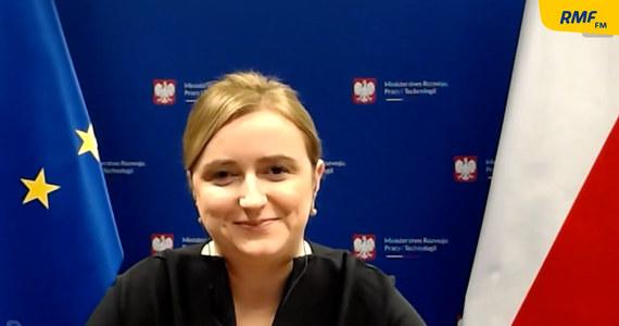"""""""Z premierem Jarosławem Gowinem rekomendujemy od kilkunastu dni, by sklepy w galeriach handlowych zostały ponownie otwarte. Ale to nie jest przesądzone"""" - mówiła w Popołudniowej rozmowie w RMF FM Olga Semeniuk, wiceminister rozwoju, pracy i technologii. Jak dodała, decyzję przekaże jutro lub w środę premier. Przyznała, że to otwarcie nie dotyczyłoby wysp gastronomicznych."""